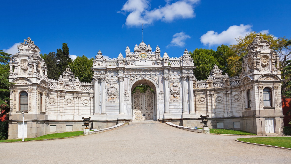 Image result for Cung điện Dolmabahce